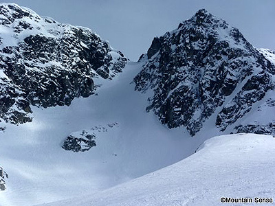 backcountry-skiing-coast-mountains-Whistler-Husume